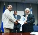 Gobierno suscribe importante convenio de préstamo para apoyo a los pequeños productores