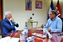 Ministro de Hacienda recibe visita de embajador de Italia